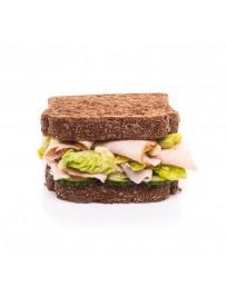 American sandwich gerookte kip met kerriedip en sla