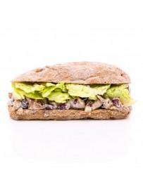 Notenbroodje met paddestoelensalade en ijsbergsla (halal)